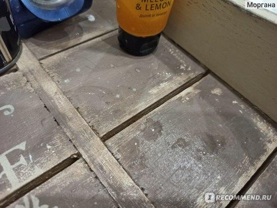 """Эксплуатация мебели, обработанной лаком V33 в ванной комнате Лака для пола V33 """"Renovation"""""""