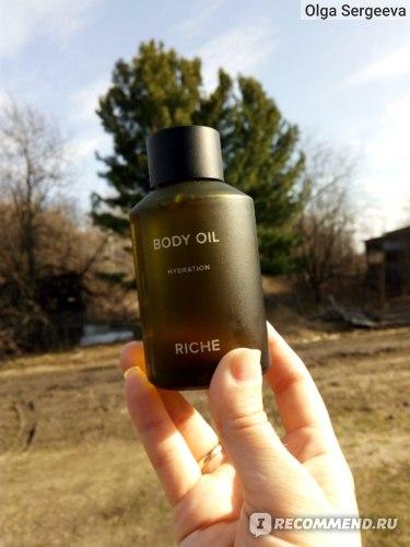 Увлажняющее масло для тела Riche во всей красе при солнечном свете