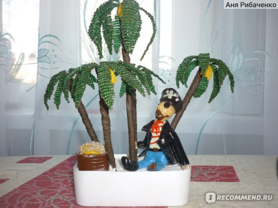 Решила фигуркой украсить пальмы.