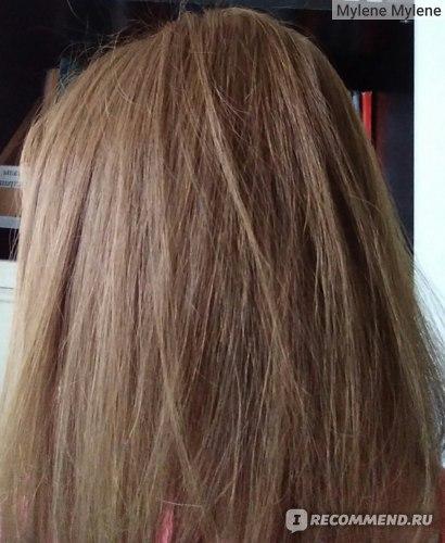 У окна естественное освещение. Даже не верится, что ещё вчера мои волосы были коричнево-рыжие