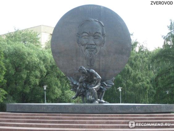 Памятник Хо Ши Мину, Москва фото