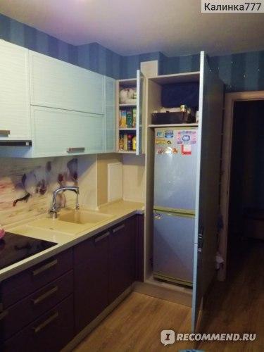 Встроенный шкаф под холодильник.