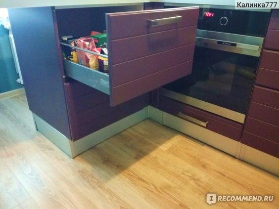 Выкатные ящики удобнее открывающихся шкафов.