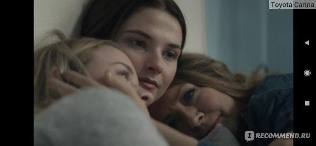 Сара с мамой и старшей сестрой