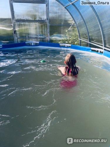 Дочка просто в восторге, ну и я тоже побежала к ней, детей в воде без присмотра оставлять нельзя.)