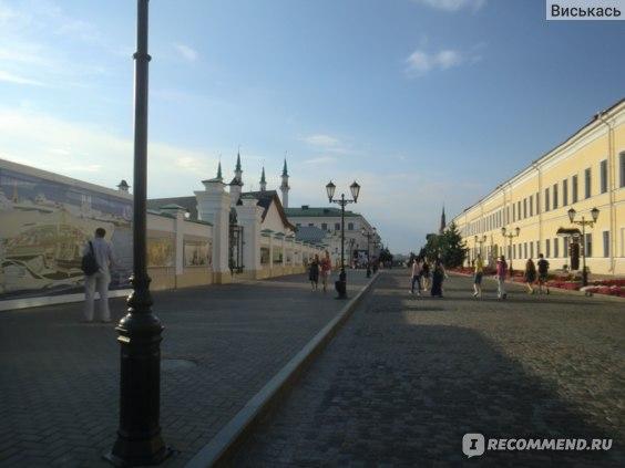 Кремлевская улица днем