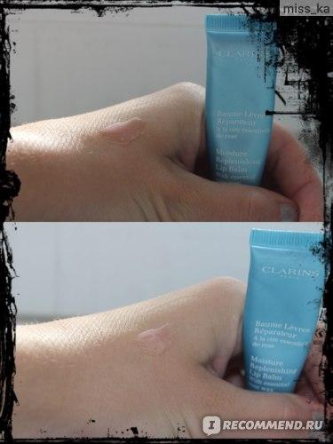 Бальзам для губ Clarins Moisture replenishing lip balm with essential rose wax фото