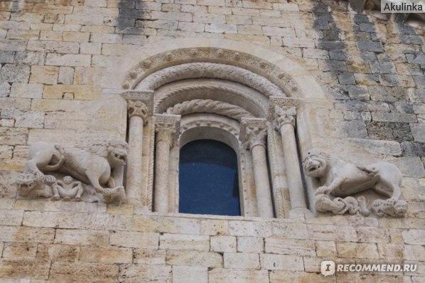 Львы на церкви