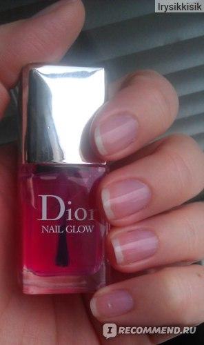 Dior Nail Glow на ногтях при дневном освещении.