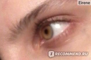 Накрашенный глаз крупнее