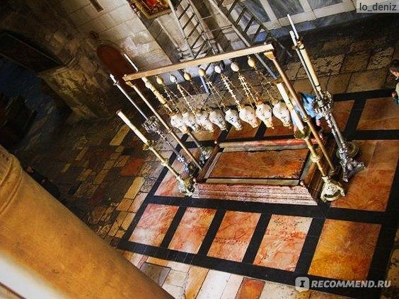 Камень миропомазания в Храме Гроба Господня в Иерусалиме