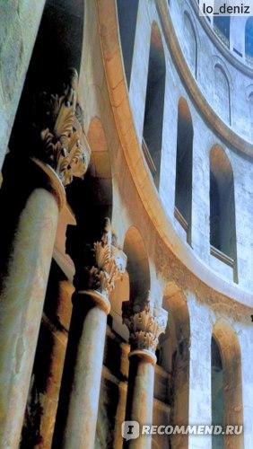 Колонны в Храме Гроба Господня в Иерусалиме