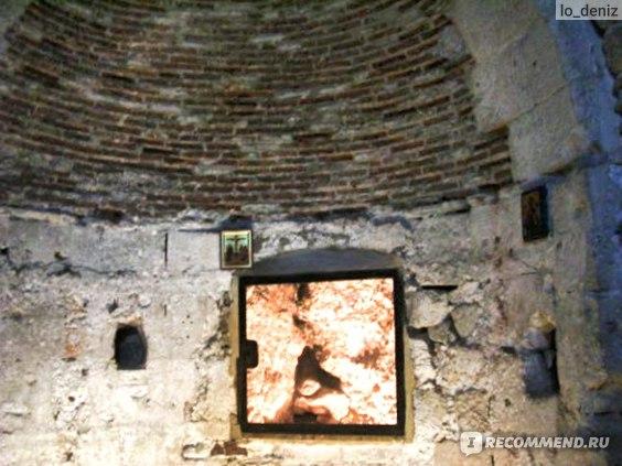 В часовне  Адама в Храме Гроба Господня в Иерусалиме