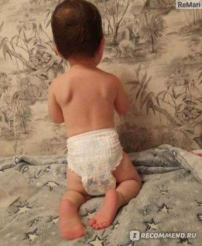 Посадка на ребенке. Попа с обоих сторон просто голая!