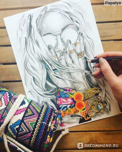 Цветная часть рисунка выполнена гелевыми ручками