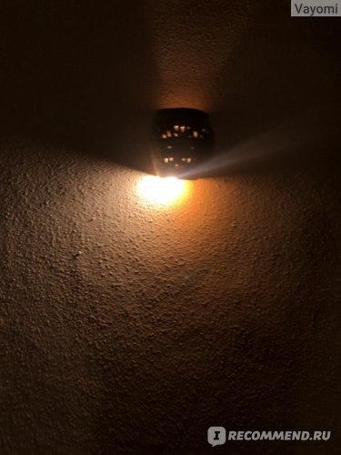 глиняные светильники на стенах бунгало