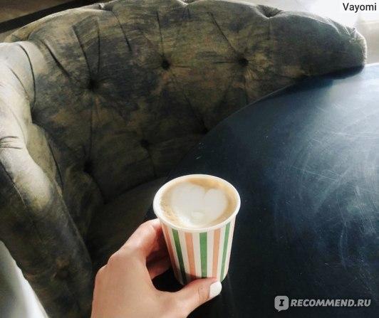 Кофе с собой) Обратите внимание на качество кресел.