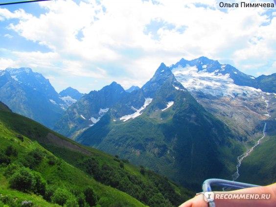 Вид на горы с Канатной дороги. Подъем на высоту 3 тысячи метров