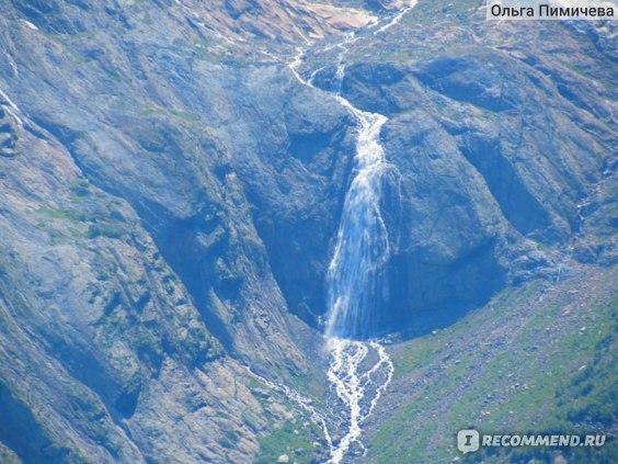 Вид на водопад с Канатной дороги. При увеличении фотокамеры