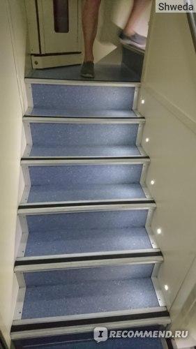 Лестница на второй этаж поезда Атаман Платов