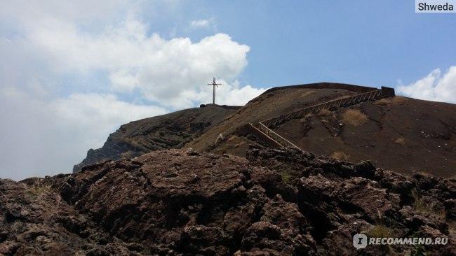 Крест на вершине вулкана Масая