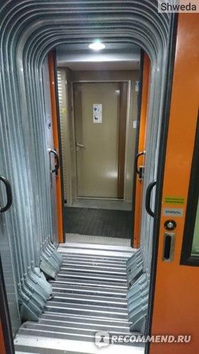 Переход между вагонами в поезде Атаман Платов