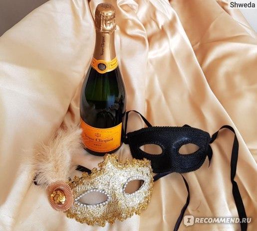 Платье как фон для фото шампанского Вдова Клико
