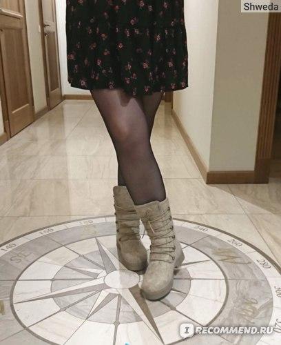 Подружка в платье и валенках