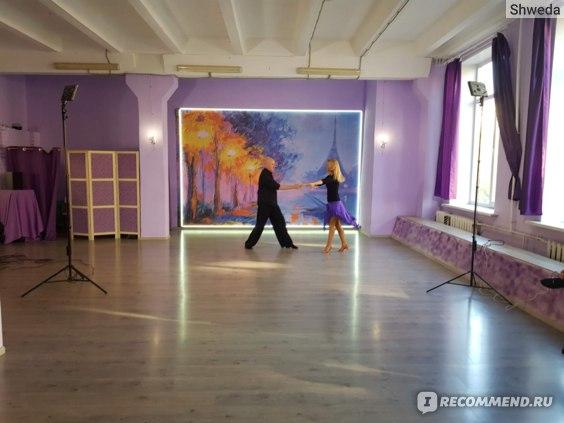Просторный зал для занятий танцами