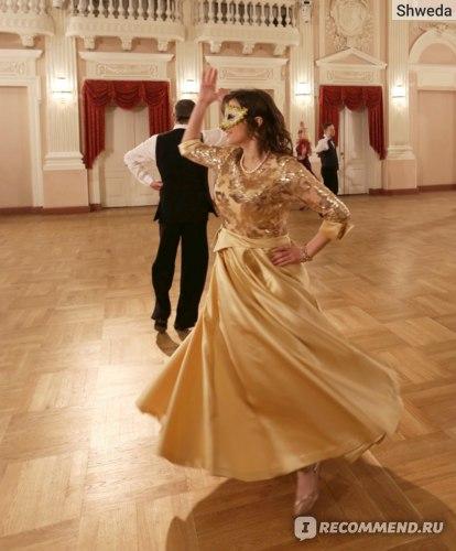 Бальное платье золотого цвета