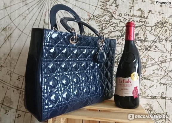 Сумка Диор и бутылка вина