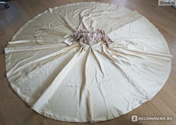 Окружность подола платья 8 метров