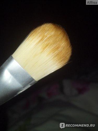 Кисть для нанесения тональной основы Ecotools Bamboo Foundation Brush фото