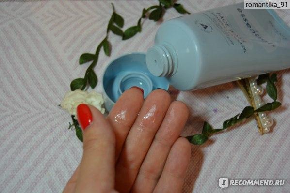 Очищающее средство Oriflame Essentials с витамином Е и маслом канолы фото