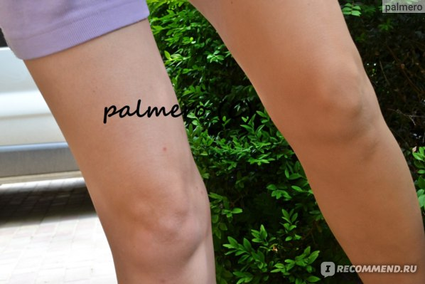 Справа на фото - спрей для ног с оттенком загара Sally Hansen; слева - нога без покрытия