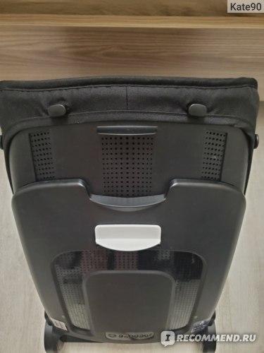 Пуговки на спинке коляски