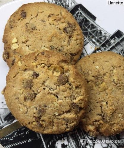 Печенье Bogutti Crunchy Biscuits с шоколадной крошкой и лесным орехом   фото