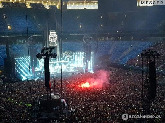 Нет, это не сатанинский обряд, а всего лишь концерт группы Rammstein
