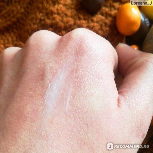 Распределила крем по руке