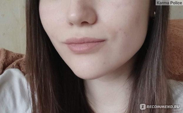 На сухих обветренных губах выглядит ужасно. Не повторять дома! Трюк выполнен профессионалами!