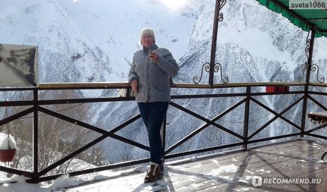 Терраса в кафе с видом на горы