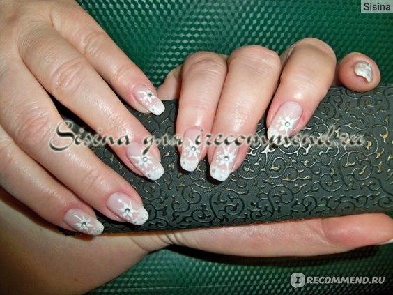дизайн ногтей на гель-лаке с помощью стемпинга с использованием страз