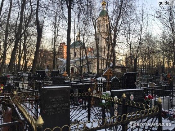 Панорама кладбища с церковью Воскресения Словущего