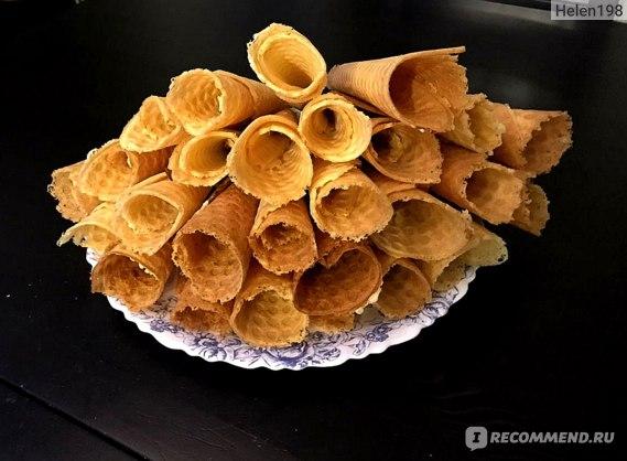 Тесто для трубочек сделано с помощью венчик для взбивания (как шарик который)