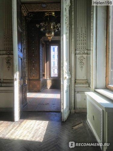 Дверь из Белого зала в Курительную