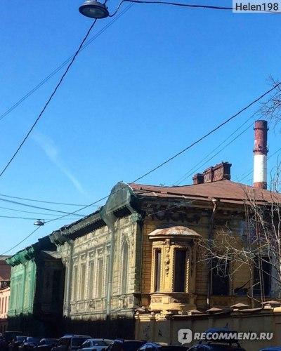 Вид на особняк с противоположной стороны Кожевенной линии