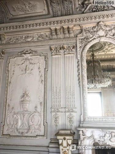 Зеркало и фрагмент стены Белого зала