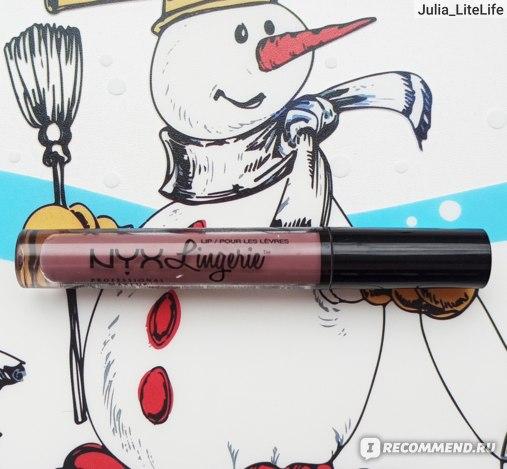 """Жидкая матовая губная помада NYX """"Lip Lingerie Liquid Lipstick"""" в оттенке 02 """"Embellishment"""" (дневной свет от окна (пасмурно))"""