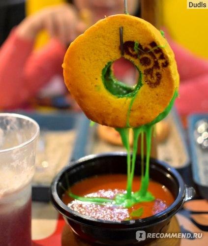 Томатный суп и бейгл с цветной мацареллой из соскафе