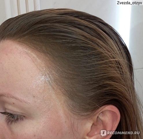 Зону лба и висков около волос намазала кремом. Чтоб в случае попадания краски на кожу - легко смыть.